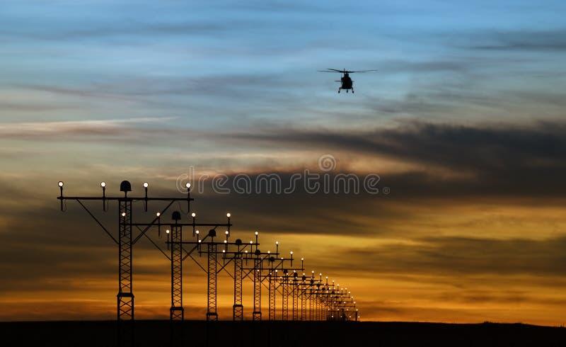 De lichten van de baan en silhouet van een helikopter royalty-vrije stock fotografie