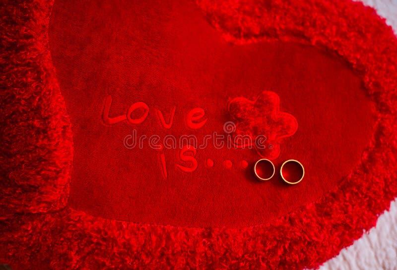 De liefde is… roze teller op witte achtergrond royalty-vrije stock afbeeldingen