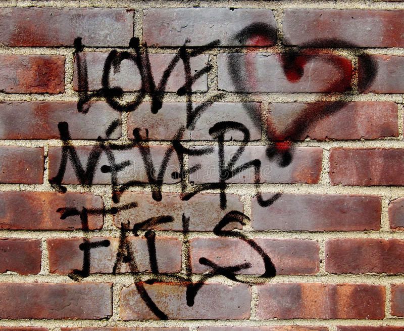 De liefde ontbreekt nooit graffiti royalty-vrije stock foto