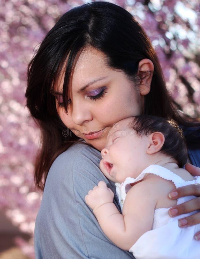 De Liefde van een Moeder royalty-vrije stock afbeelding