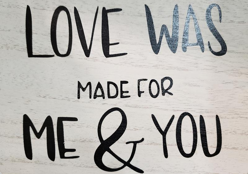 De liefde werd gemaakt voor me & drukt u op houten muur royalty-vrije stock afbeeldingen