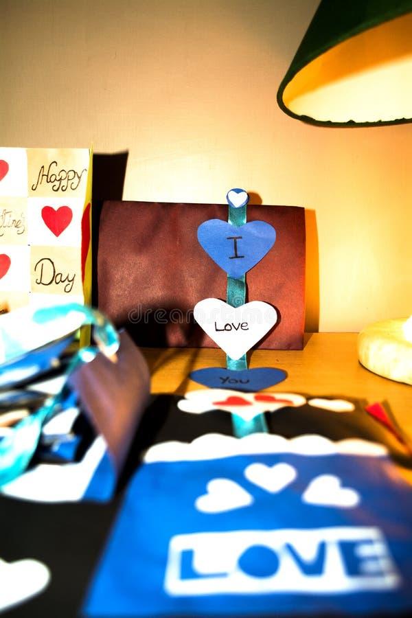 De liefde is zorvuldig in de lucht Met de hand gemaakte Ambachten royalty-vrije stock fotografie