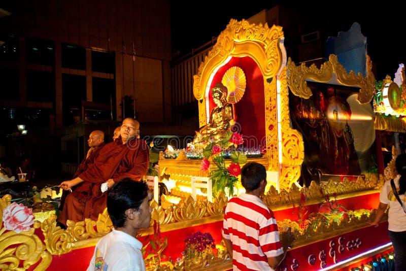 De liefhebbers en de vlotters van Buddhish bij wesakoptocht royalty-vrije stock foto's