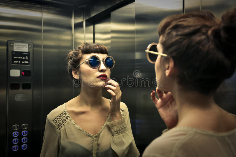 In de lift stock afbeeldingen