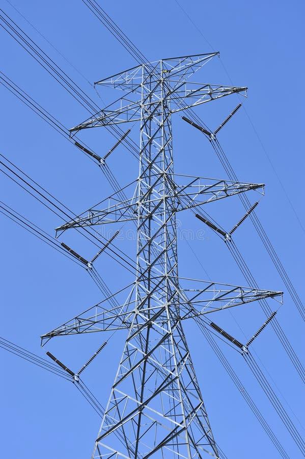 De lijn van de macht en elektriciteitspyloon stock foto's