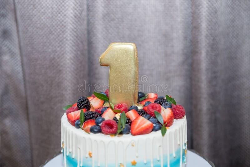 De lijst met snoepjes, Bessencake 1 jaar, Suikergoedbar, de Heerlijke snoepjes op suikergoed teisteren, koekt met verse bessen, k stock fotografie