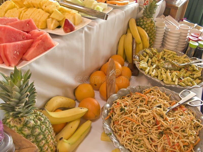 De Lijst van het Buffet van het fruit en van de Salade royalty-vrije stock fotografie
