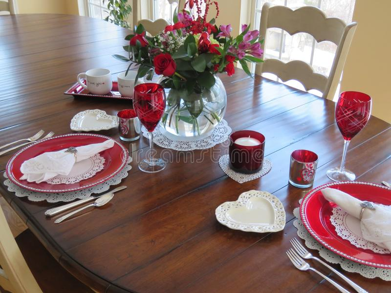 De lijst van het de Dagdiner van Valentine die voor twee wordt geplaatst -- hoe romantisch royalty-vrije stock afbeelding