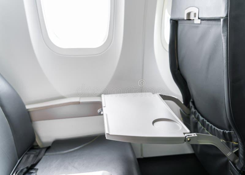 De lijst van het vliegtuigdienblad aangaande zetelrug stock foto's