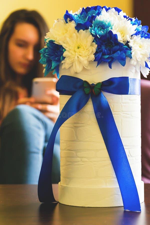 De lijstdecoratie van de bloemenregeling stock foto's