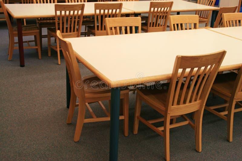 De lijsten en de stoelen van de bibliotheek royalty-vrije stock fotografie