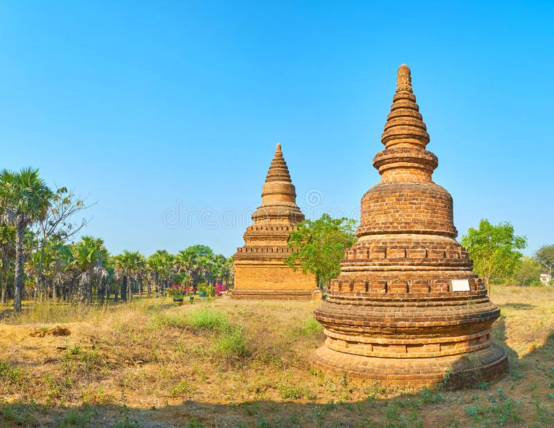 De lilla stupasna i nya Bagan, Myanmar fotografering för bildbyråer