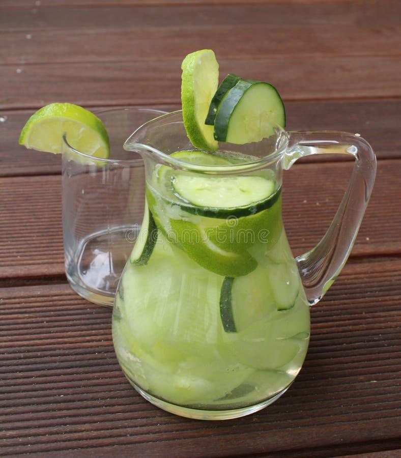 De limonade van de komkommerkalk royalty-vrije stock foto's