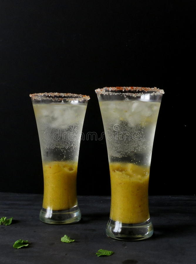 De limonade van de mangomunt stock foto's