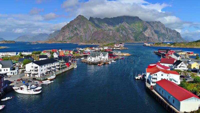 De Lofoteneilanden is een archipel in de provincie van Nordland, Noorwegen royalty-vrije stock afbeelding