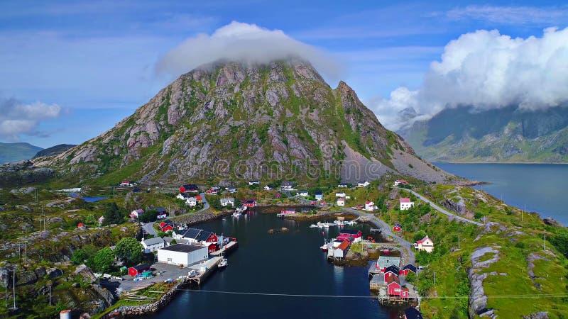 De Lofoteneilanden is een archipel in de provincie van Nordland, Noorwegen stock afbeeldingen