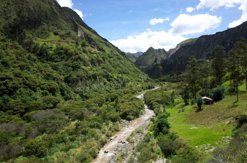 De looppas van Riviertoachi door de Ecuatoriaanse Andes royalty-vrije stock foto's