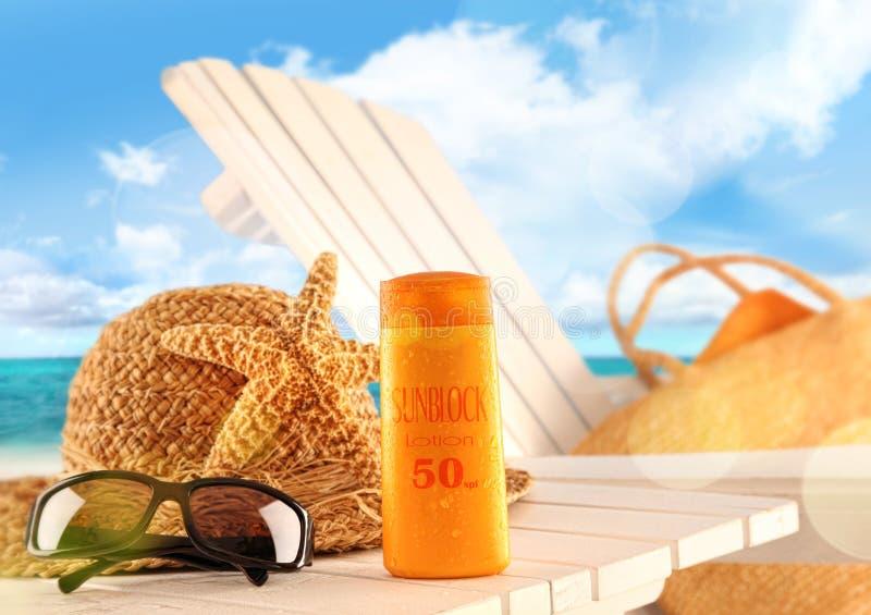 De lotion en het strandpunten van Sunblock op lijst royalty-vrije stock foto