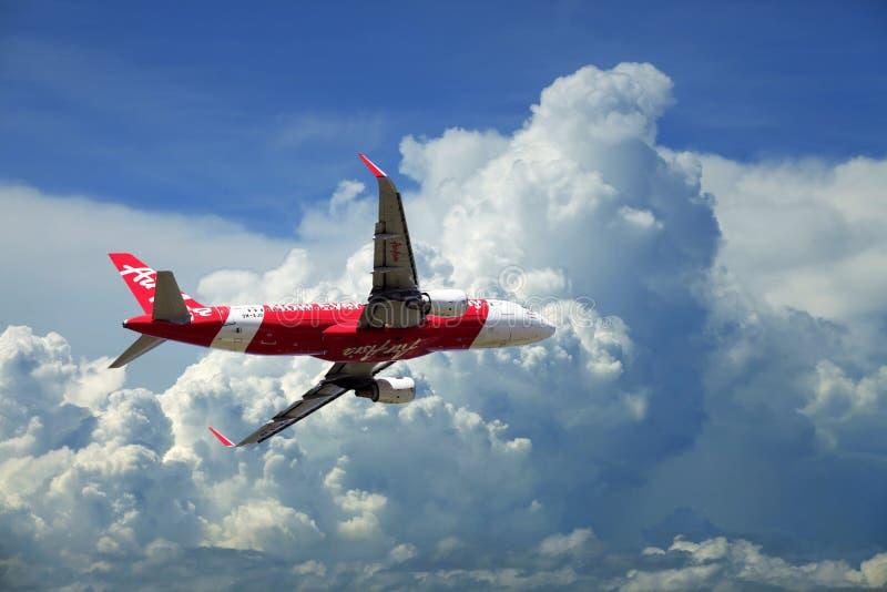 De Luchtbus A320 van het passagiersvliegtuig het vliegen reis stock afbeeldingen