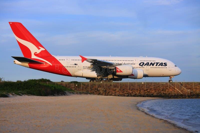 De Luchtbus Van Qantas A380 Bij De Luchthaven Van Sydney, Australië. Redactionele Fotografie