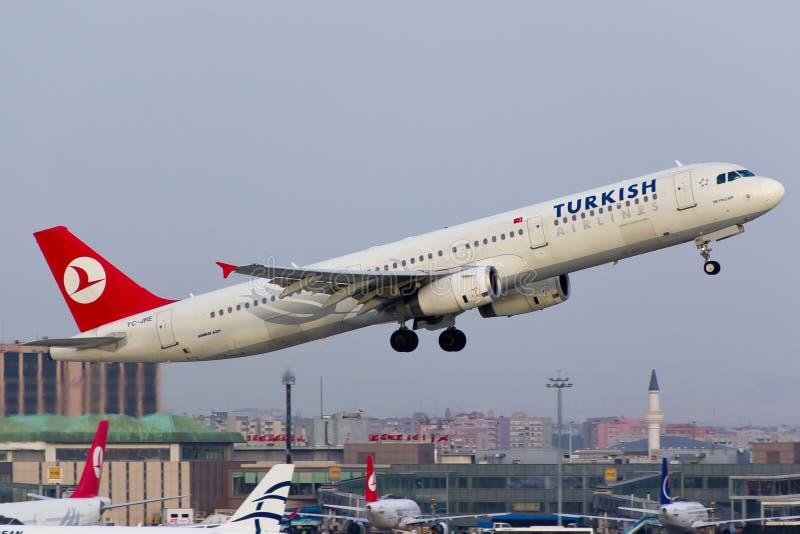 De Luchtbus van Turkish Airlines A321 stock foto's
