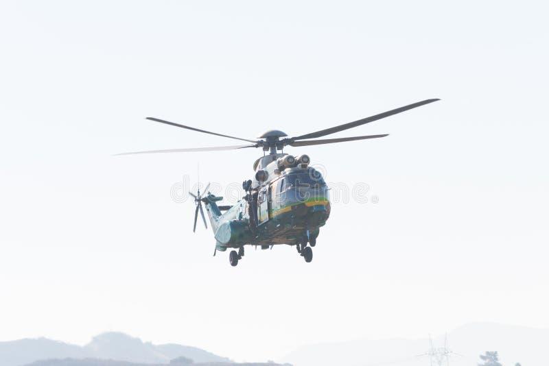 De Luchtbush125 helikopter van de Eurocopteras332 Super Poema tijdens Los stock foto