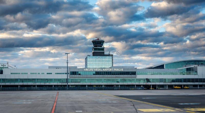 De Luchthaven Praag van Vaclav Havel stock fotografie
