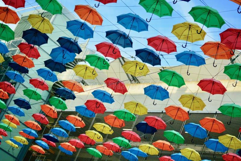 De luchthaven van Heathrow, Londen, het UK, 21 Juli 2019 Het Parapluproject bij de Aankomst van T5 van de luchthaven royalty-vrije stock afbeeldingen