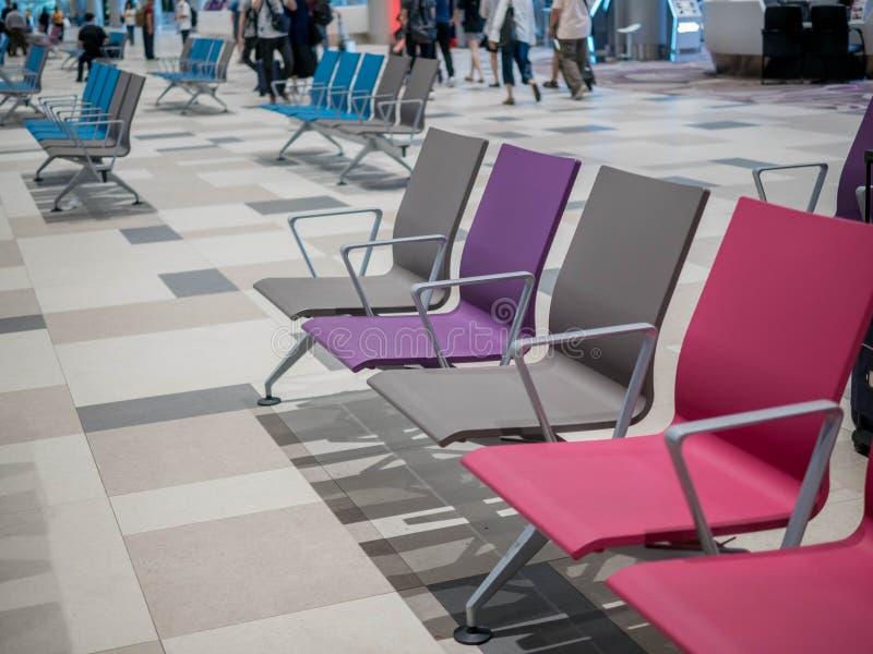De Luchthaven van Singapore, Changi - 22 NOV., 2018: de het wachten zaal in de Changi Luchthaven royalty-vrije stock afbeeldingen