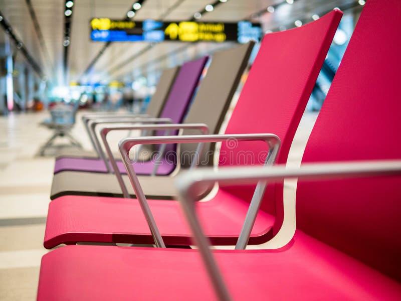 De Luchthaven van Singapore, Changi - 22 NOV., 2018: de het wachten zaal in de Changi Luchthaven royalty-vrije stock foto