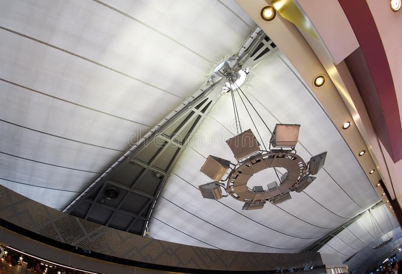 De luchthavenverlichting hing indirecte lamp royalty-vrije stock foto's