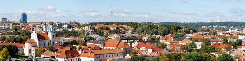 De luchtmening van de Vilniusstad van de Universitaire toren van Vilnius stock fotografie