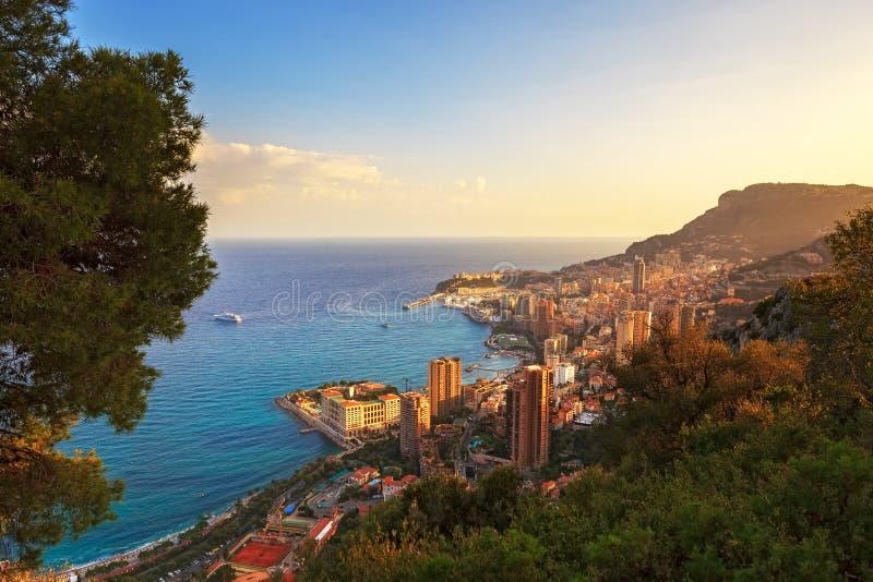 De luchtmening van het prinsdom van Monaco Monte Carlo Azuurblauwe kust Frankrijk stock foto