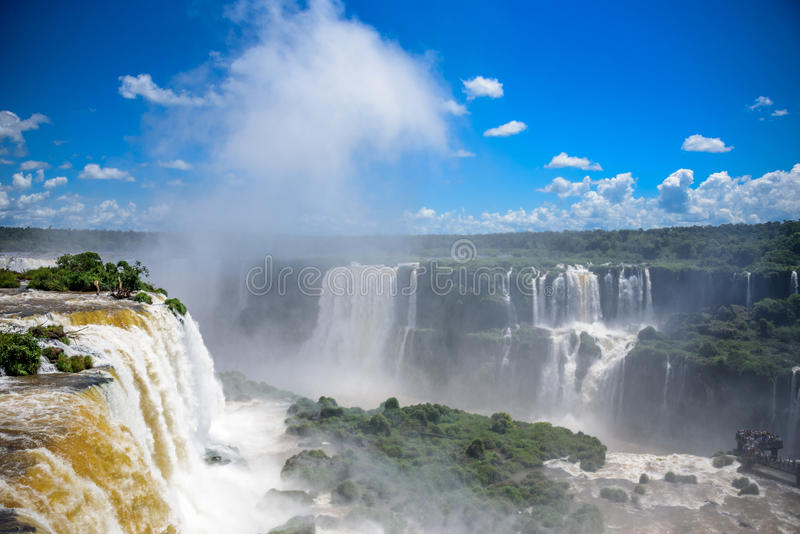 De luchtmening van Iguazu valt één van de werelden grootste en indrukwekkendste watervallen in het Nationale Park van Iguacu royalty-vrije stock fotografie