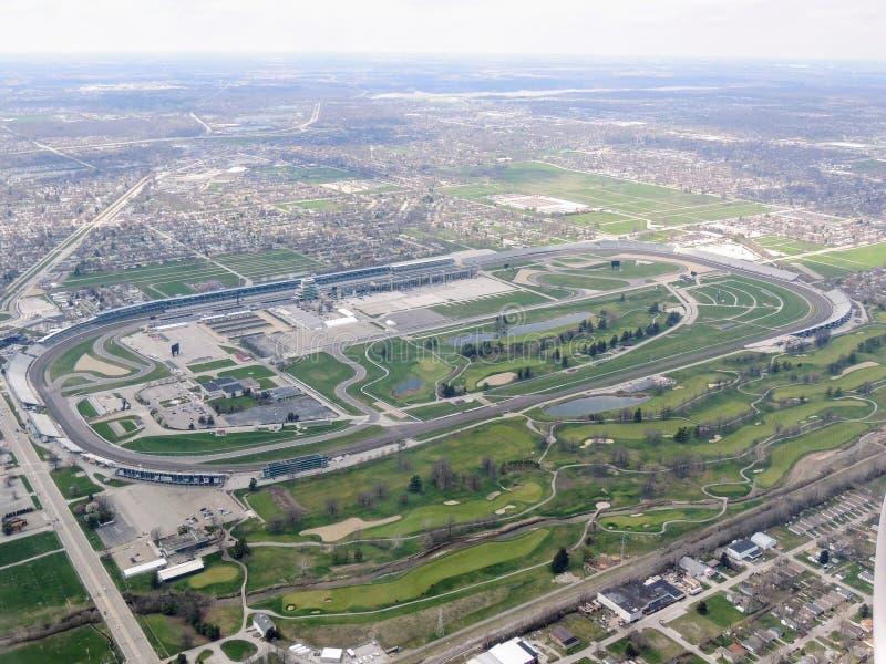 De luchtmening van Indianapolis 500, een automobiel ras hield jaarlijks in Indianapolis Motor Speedway in Speedwaybaan, Indiana d royalty-vrije stock fotografie
