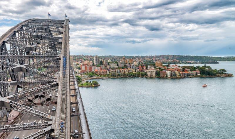 De luchtmening van Sydney Harbour Bridge met autoverkeer royalty-vrije stock afbeeldingen
