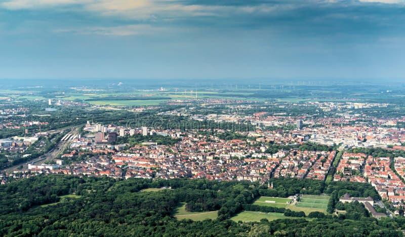 De luchtmening van de zuidelijke rand van de stad van Braunschweig, met delen van het station, woningbouw met maakt los royalty-vrije stock afbeeldingen