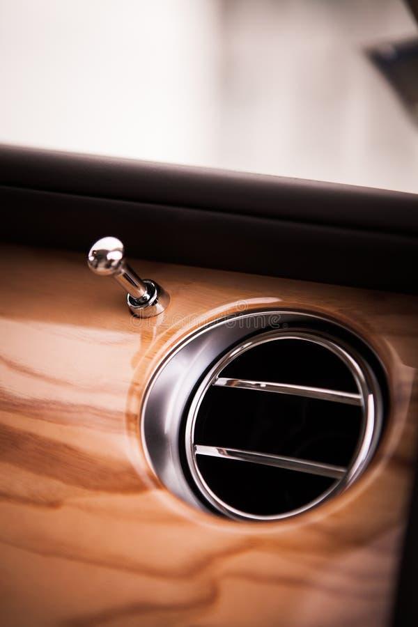 De luchtopening van de luxeauto royalty-vrije stock afbeelding