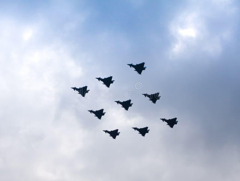 De Luchtparade van de diamant door de Tyfoons van R.A.F. royalty-vrije stock foto's