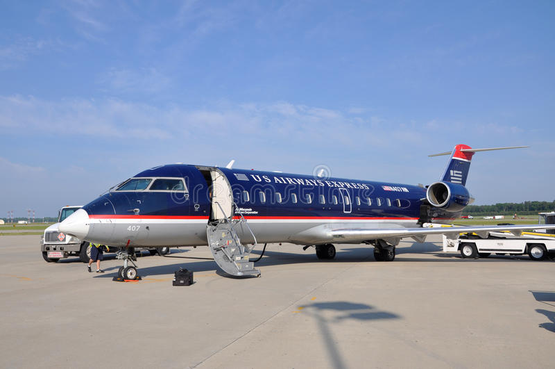 De Luchtroutes CRJ 200 van de V.S. bij luchthaven stock fotografie