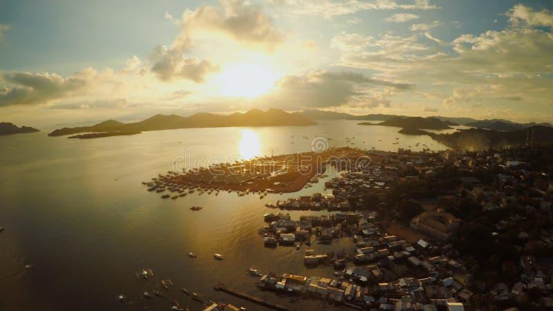 De luchtstad van meningscoron met krottenwijken en slecht district PALAWAN Bu stock fotografie