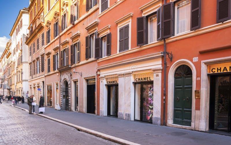 De luxe het winkelen weg via del Babuino in Rome royalty-vrije stock fotografie