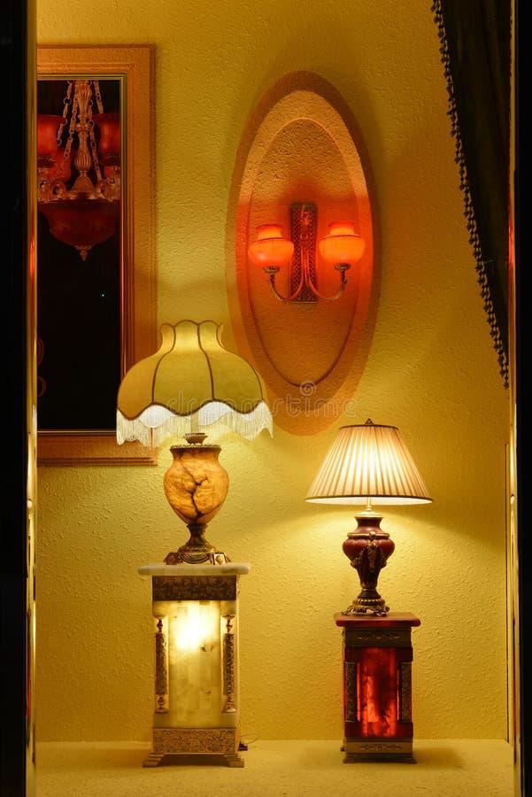 In de Luxe marmeren schemerlamp van het winkelvenster, steekt de Muurblaker, Warm licht, het licht van hoop, omhoog uw droom, Rom royalty-vrije stock foto's