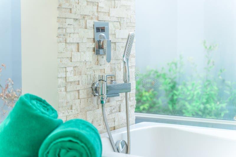 De luxebadkamers kenmerkt badkuip royalty-vrije stock foto's