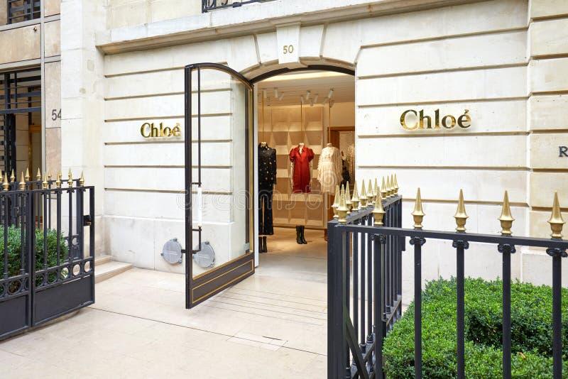 De luxeopslag van de Chloemanier in weg Montaigne in Parijs, Frankrijk stock foto's