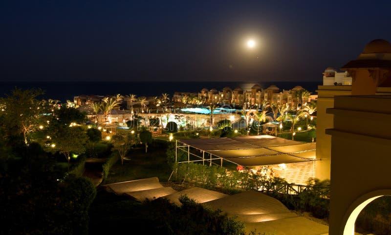De luxueuze verlichting van de hotelnacht stock fotografie