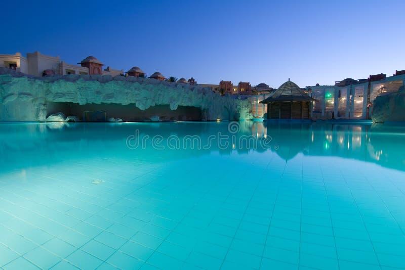 De luxueuze verlichting van de hotelnacht stock foto's