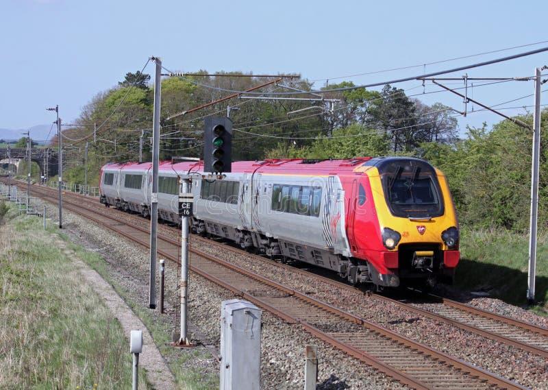 De maagdelijke trein van de Reiziger op de Kust Mainline van het Westen stock afbeelding