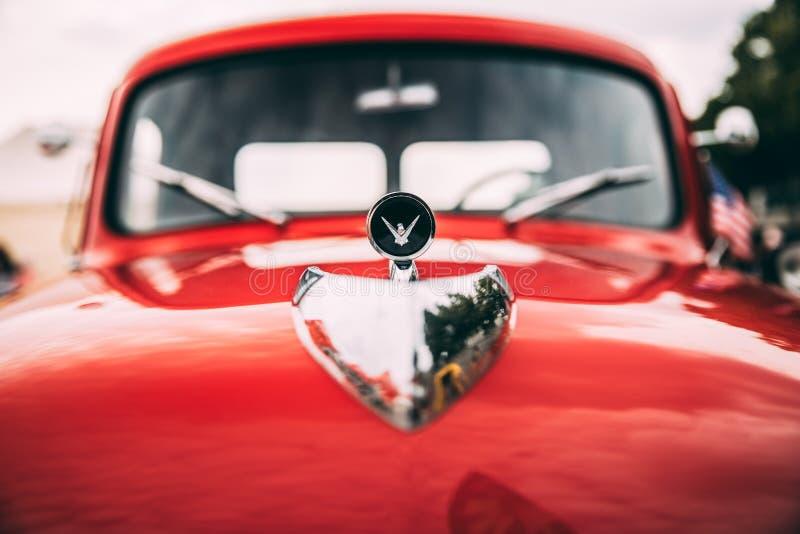 De Maaimachine r-Reeksen van Logo Logotype Sign Of Red Internationale Vrachtwagen royalty-vrije stock foto