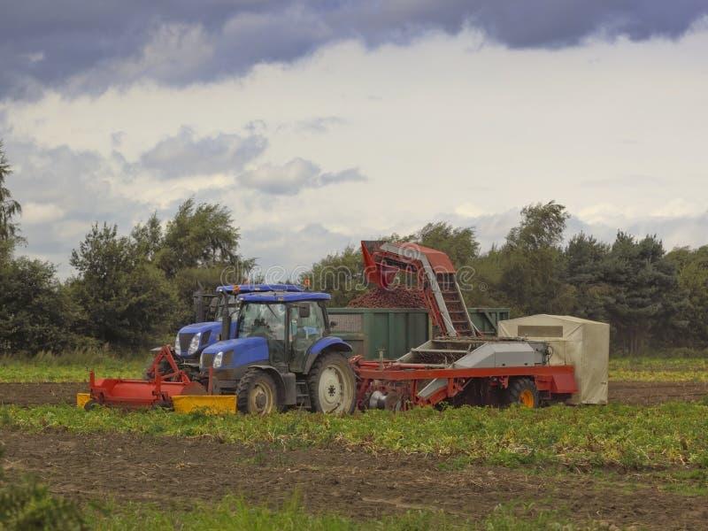 Download De Maaimachine Van De Aardappel Stock Afbeelding - Afbeelding bestaande uit landschap, technologie: 10780247